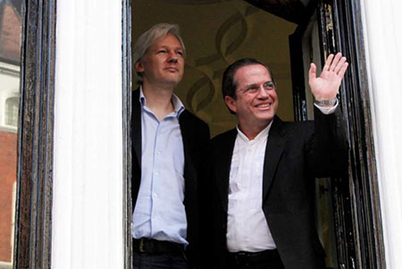 Julian Assange y Ricardo Patiño